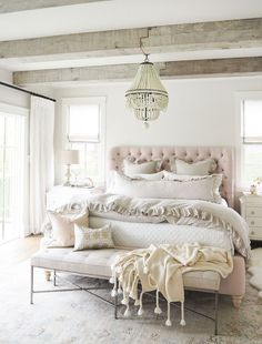 Awesome 88 Romantic Rustic Farmhouse Master Bedroom Decoration Ideas. More at http://88homedecor.com/2017/12/29/88-romantic-rustic-farmhouse-master-bedroom-decoration-ideas/ #BeddingIdeasMaster
