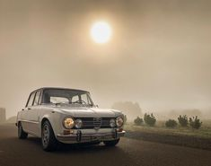 Cool light on the way home from Alfa Romeo Gtv, Alfa Romeo Giulia, The Way Home, Classic Cars, Vehicles, Lovely Things, Modern, Motorbikes, Trendy Tree