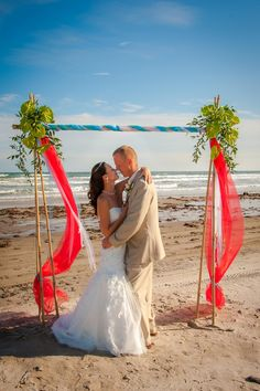 Audra & Seth's Texas Gulf Coast Wedding| Photo: www.2now1photo.com/