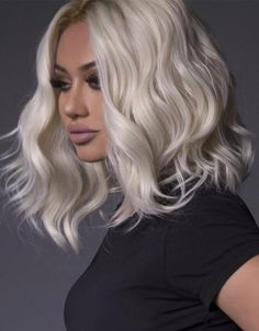 Bouncy Waves - 40 Ash Blonde Hair Looks You'll Swoon Over - The Trending Hairstyle Platinum Blonde Bobs, Brown Blonde Hair, Gray Hair, Platinum Bob, Blonde Honey, Curly Hair Styles, Natural Hair Styles, Messy Short Hair, Silky Hair