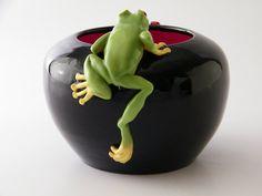 Frog & Ladybugs Pot - - Well executed!