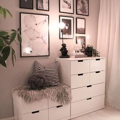 Simple Small Bedroom Storage Ideas and Wall Storage Inspiration - Bed Room Cute Room Decor, Wall Storage, Small Room Storage Ideas, Storage Baskets, Small Bedroom Storage, Book Storage, Diy Storage, Aesthetic Rooms, Home Bedroom
