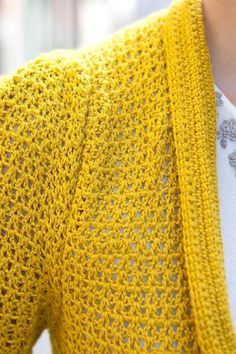 Ravelry: Pleated Cardigan pattern by Kat Goldin Crochet Shorts, Crochet Cardigan Pattern, Crochet Clothes, Crochet Patterns, Crochet Coat, Crochet Hoodie, Crochet Dresses, Pull Court, Baby Scarf