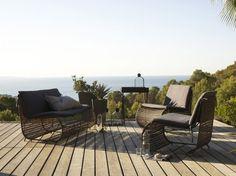 Salon de jardin design / Garden chair and sofa : http://www.maison-deco.com/jardin/deco-jardin/Un-salon-de-jardin-design