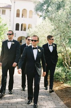 Love the groom and groomsmen in classic black (bow)tie - wedding attire