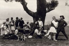 THESPROTIA-NEWS: Bouasona Fred - Frederic Boissonnas Zemeno Corinth, Fred and Daniel clink glasses with drivers of animals 1903 Rare Photos, Old Photos, Vintage Photos, Kai, Magnified Images, Greece Photography, Greek History, Frederic, French Photographers