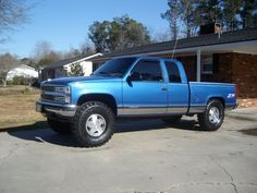 Blue powder with squat 1995 Chevy Silverado, Silverado Truck, Lifted Chevy Trucks, Gm Trucks, Chevy Pickups, Chevrolet Trucks, Cool Trucks, Pickup Trucks, Custom Motorcycle Paint Jobs