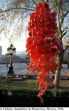 Dale Chihuly --  the art of glass