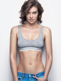 Lauren Cohan Hot Shots Get ready to binge on Lauren Cohan's hottest pictures ever. We curated sexy images and pictures of Lauren Cohan from various steamy photo shoots. Maggie Greene, Beautiful Celebrities, Beautiful People, Beautiful Actresses, Magazine Gq, Actrices Hollywood, Female Actresses, New Jersey, Star Wars