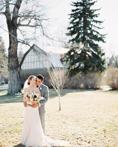Winter Montana Wedding /  Photo: Orange Photographie / Flowers: katalingreen.com