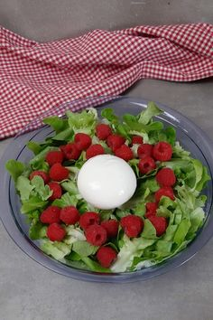 Himbeeren & Burrata auf grünem Salat. Dazu Dressing von Gegenbauer   Honey-loveandlike.de   Lifestyleblog