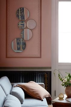 Minimalistická sada kulatých zrcadel skandinavské značky Broste Copenhagen. Velikost: 93,5 x 45 cm.