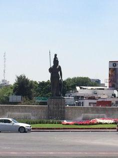 """Fuente de La Minerva, """"Justicia, Sabiduría y Fortaleza custodian a esta leal  Ciudad"""""""
