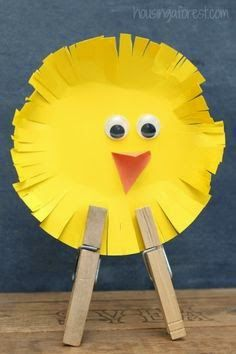 Simple Easter Chicks ~ an easy Easter craft for kids from Housing a Forest (easy crafts easter) Easter Art, Easter Crafts For Kids, Toddler Crafts, Easter Bunny, Easter Chick, Easter Crafts For Preschoolers, Easter Eggs, Bunny Bunny, Bunny Crafts