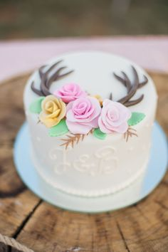 Antler cake with roses
