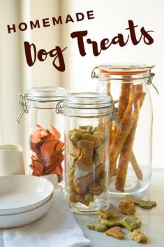 Instead of using white flour in your pet dog cookies or any other homemade canine food, you can use whole grains like quinoa, oats and wild rice rather. Dog Biscuit Recipes, Dog Treat Recipes, Dog Food Recipes, Homemade Dog Cookies, Homemade Dog Food, Diy Dog Treats, Healthy Dog Treats, Healthy Pets, Graham