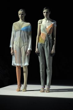 Very Interesting Royal Academy of Fine Arts Antwerp Show Year 4 -- Charlotte Pringels / Parti-coloured hosen on the left. Fashion History, Fashion Art, Love Fashion, Runway Fashion, Fashion Show, Fashion Sketchbook, Fashion Sketches, Ecole Design, Best Fashion Designers