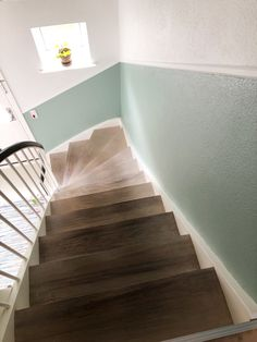 hallway ideas farrow and ball Flooring For Stairs, Stair Walls, Hall Deco, Hallway Colours, Colour Architecture, Pastel House, Living Room Green, Ideas Geniales, Hallway Decorating