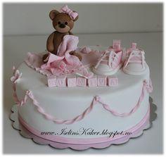Dåpskake med bamse og converse sko Fondant, Baby Cakes, Food And Drink, Pasta, Baby Shower, Desserts, Baptism Cakes, Birthday Cakes, Cookies