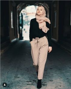 The most trending hijab items – Just Trendy Girls Source by alexrahmy outfits hijab Hijab Style, Casual Hijab Outfit, Hijab Chic, Ootd Hijab, Street Hijab Fashion, Muslim Fashion, Korean Fashion, Modern Fashion Outfits, Hijab Fashion Inspiration