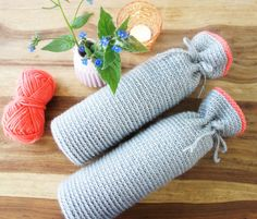 Kruikenhoes of kruikenzak gemaakt door Hip Haakezeltje. Deze hoes is bedoeld voor de ronde kruiken. Crochet Baby Toys, Crochet Home, Crochet For Kids, Baby Knitting, Free Crochet, Diy Crochet Projects, Crochet Crafts, Knitting Projects, Baby Presents