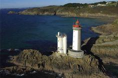 le phare de la pointe du petit minou, construit en 1848, indique l'entrée en Rade de Brest, Finistere, Bretagne, France