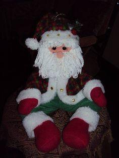 santa sentado Felt Christmas Decorations, Christmas Crafts, Christmas Ornaments, Holiday Decor, Christmas Humor, Merry Christmas, Reindeer, Snowman, Diy And Crafts