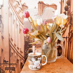Kaikki on vinkin vonksin tai ainakin heikun keikun! Table Decorations, Coffee, Disney, Furniture, Home Decor, Kaffee, Decoration Home, Room Decor, Cup Of Coffee