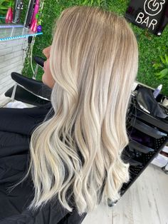 Gorgeous high and softly blended white balayage Balyage Long Hair, Soft Blonde Hair, Perfect Blonde Hair, Blonde Hair Shades, Blonde Hair Looks, Balayage Hair Blonde, Biolage Hair, Blonde Hair Inspiration, Light Hair