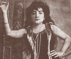 Greek woman from Smyrna. Istanbul, Turkish Art, Great Leaders, Ottoman Empire, Pioneer Woman, Once Upon A Time, Old Photos, Nostalgia, Folk