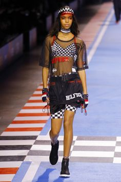 Tommy Hilfiger Spring 2018 Ready-to-Wear Fashion Show Collection: See the complete Tommy Hilfiger Spring 2018 Ready-to-Wear collection. Look 21 Fashion Tips For Women, Diy Fashion, Ideias Fashion, Fashion Outfits, Womens Fashion, Fashion Design, Fashion Trends, Sporty Fashion, Tommy Hilfiger