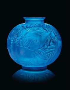 Rare Fish Vase, No. Photo: Christie's Images designed 1921 electric blue intaglio R. Art Nouveau, Art Deco, Glass Ceramic, Mosaic Glass, Lalique Jewelry, Art Of Glass, Himmelblau, Antique Glass, Colored Glass