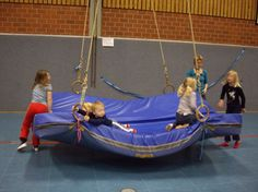 Schiffschaukel | gerätelandschaften.de Toddler Gym, Kids Gym, Exercise For Kids, Kids Sports, Pediatric Physical Therapy, Physical Education, Games For Kids, Diy For Kids, Kindergarten Portfolio