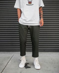 Discover ideas about streetwear fashion Trendy Mens Fashion, Urban Fashion, Boy Fashion, Mode Streetwear, Streetwear Fashion, Vintage Outfits, Mode Man, Outfits With Converse, Inspiration Mode