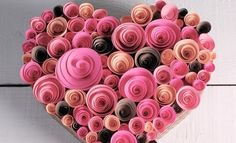 This interesting craft idea for kids is the perfect decoration for a holiday or a nice valentines souvenir on Valentine's Day. Can be made of quilling paper Quilling Craft, Quilling Designs, Paper Quilling, Homemade Valentines, Valentine Day Crafts, Christmas Crafts, Christmas Tree, Diy St Valentin, Valentines Bricolage