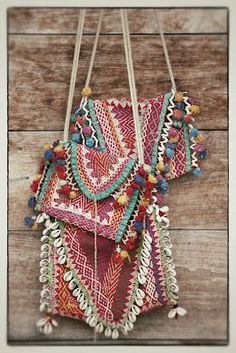 Bags & Handbag Trends : ☯☮ॐ American Hippie Bohemian Style ~ Boho Carpet Tapestry Bags! Hippie Style, Ethno Style, Hippie Bohemian, Gypsy Style, Boho Gypsy, Bohemian Style, Hippy Chic, Boho Chic, Estilo Hippie