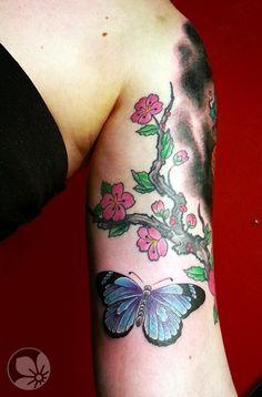 [www.tattoou.co.il :טאטו יו - כל מה שרצית לדעת על קעקועים] --- #butterfly #cherryblossom #tattoo קעקוע פרפר פרחים