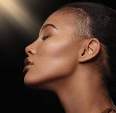 Bronzer  in 2017 isn't always used to deepen the color of the skin; it is essential to create a warmer, brighter effect.   If you want to bring a glow of warmth to deeper complexions that may be dull or ashy, use a Flori Roberts Bronzer, which is uniquely formulated with undertones that add GLOW to skin of color. www.floriroberts.com/sunglowbronzer #boutique #estilistanboutique #cosmetics #beauty #jewellery #nailpolish