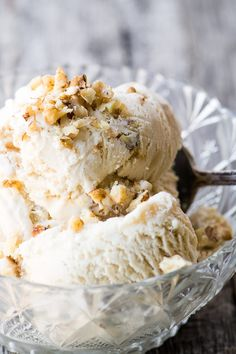 A fabulous Maple Walnut Ice Cream Recipe that will be your new favorite flavor! Ice Cream Toppings, Ice Cream Desserts, Ice Cream Flavors, Frozen Desserts, Ice Cream Recipes, Frozen Treats, Maple Nut Ice Cream Recipe, Maple Walnut Ice Cream, Vanilla Bean Ice Cream