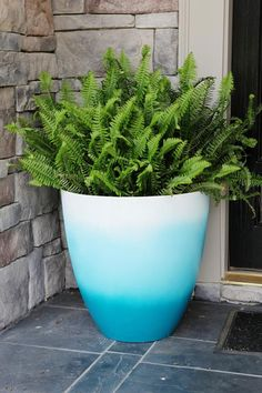 Pot of Gold.Turquoise - Bower Power - Pot of Gold…err….Turquoise – Bower Power Super SIMPLE Ombre Planter via Bower Power Outdoor Flowers, Outdoor Planters, Diy Planters, Garden Planters, Outdoor Gardens, Terracotta Flower Pots, Painted Flower Pots, Painted Pots, Paint Flowers