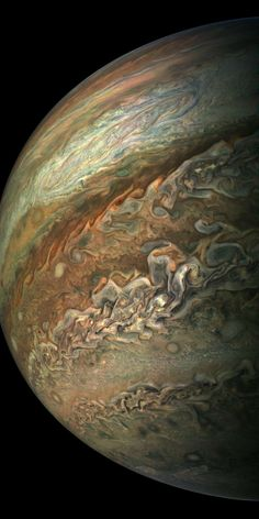 Low and behold, the magnificent gas giant Jupiter in all its glory!