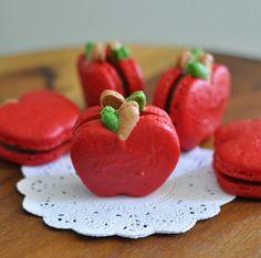 Cozinha Doce - macarons shaped as apples!