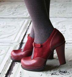 Chie Mihara shoes, sandals, blocs and boots. Buy now original, feminine footwear. Designer shoes of maximum comfort! Women's Shoes, Fab Shoes, Pretty Shoes, Dream Shoes, Crazy Shoes, Beautiful Shoes, Cute Shoes, Me Too Shoes, Shoe Boots