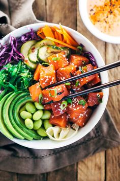Spicy Salmon Poke Bowls Spicy Sockeye Salmon Poke Bowls - Healthy and flavorful Luxe Gourmets protein infused with Japanese inspired flavors for a delicious gourmet meal! Healthy Dinner Recipes, Gourmet Recipes, Cooking Recipes, Gourmet Foods, Cooking Games, Healthy Meals, Vegetarian Recipes, Healthy Food, Stop Eating