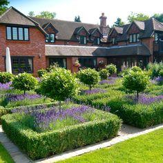Formal country garden 3 www.joannealderson.com