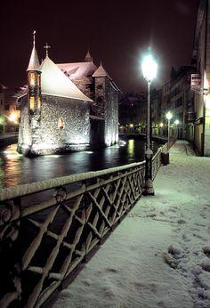 Annecy, en hiver la prison de l'île ou vieille prison