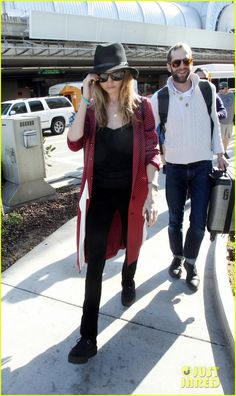 behati prinsloo steps out after adam levine attacked 05 Behati Prinsloo dresses up chic for her flight as she arrives at LAX Airport on Thursday (April 9) in Los Angeles.    The 25-year-old Victoria's Secret model's…