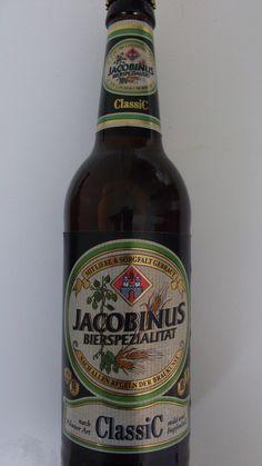 Cerveja Jacobinus Bierspezialitat Classic, estilo German Pilsner, produzida por Eschweger Klosterbrauerei, Alemanha. 4.8% ABV de álcool.