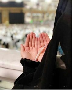 Hijabi Girl, Girl Hijab, Stylish Girls Photos, Girl Photos, Islamic Girl, Beautiful Mosques, Madina, Islamic Pictures, Beautiful Hijab