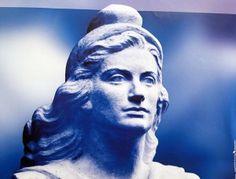 Marianne, figure allégorique de la République française Greek Statue, Mage, Statue, Sculpture, Artwork